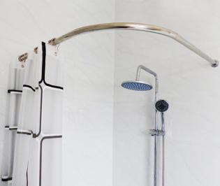 Дуговой карниз для штор в ванной